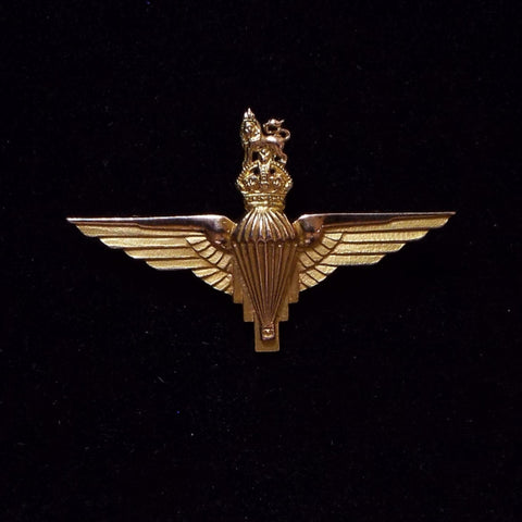 Para Badge, hallmarked 9ct gold, 1947-48
