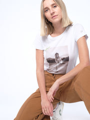 WITH THIS STYLE YOU SUPPORT! - animal revolution 08 / slim-fit Damen T-Shirt (weiß)