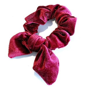 Scrunchies are back in fashion and you can't do without them.  The large velvet scrunchie will look great in your hair or on your wrist. How do you like to wear yours?  Velvet style material Material: Polyester Size: Medium Securely holds all hair types.