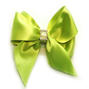 This statement hair bow made from quality satin ribbon will like fabulous on your child and sure to add a spring in her step.