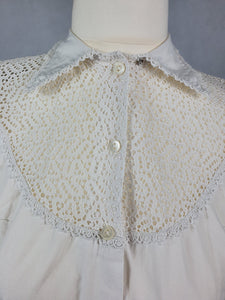 1950s White Sleeveless Blouse with Stunning Neck and Collar