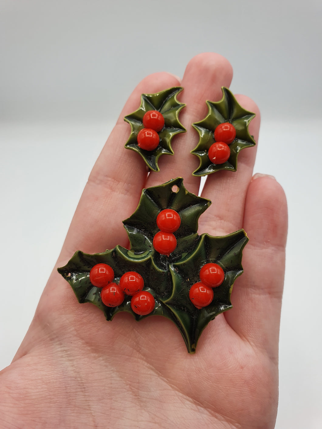 1940s/1950s Christmas Green Holly Earrings and Brooch Set