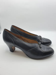 Late 1940s Black Leather Shoes With Bows