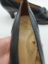 Load image into Gallery viewer, Late 1940s Black Leather Shoes With Bows