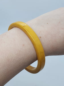 1940s Dark Lemon Bakelite Bangle