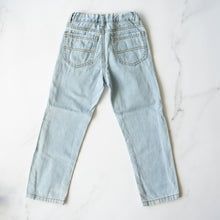 Load image into Gallery viewer, Lightwash Classic Cut Jeans (5-6Y)