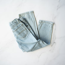 Load image into Gallery viewer, Lightwash Classic Cut Jeans