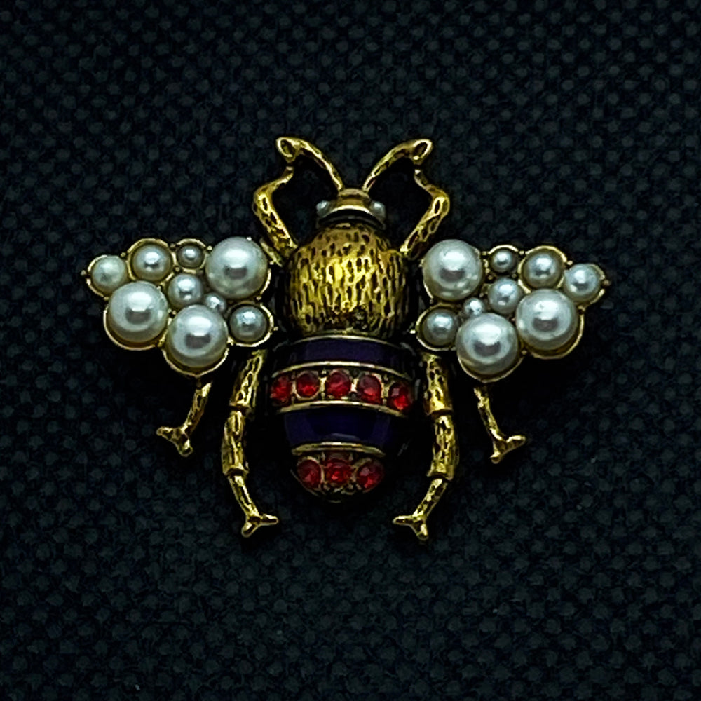 18mm Gold Toned Bumble Bee Snap with Red Rhinestones and White Pearls