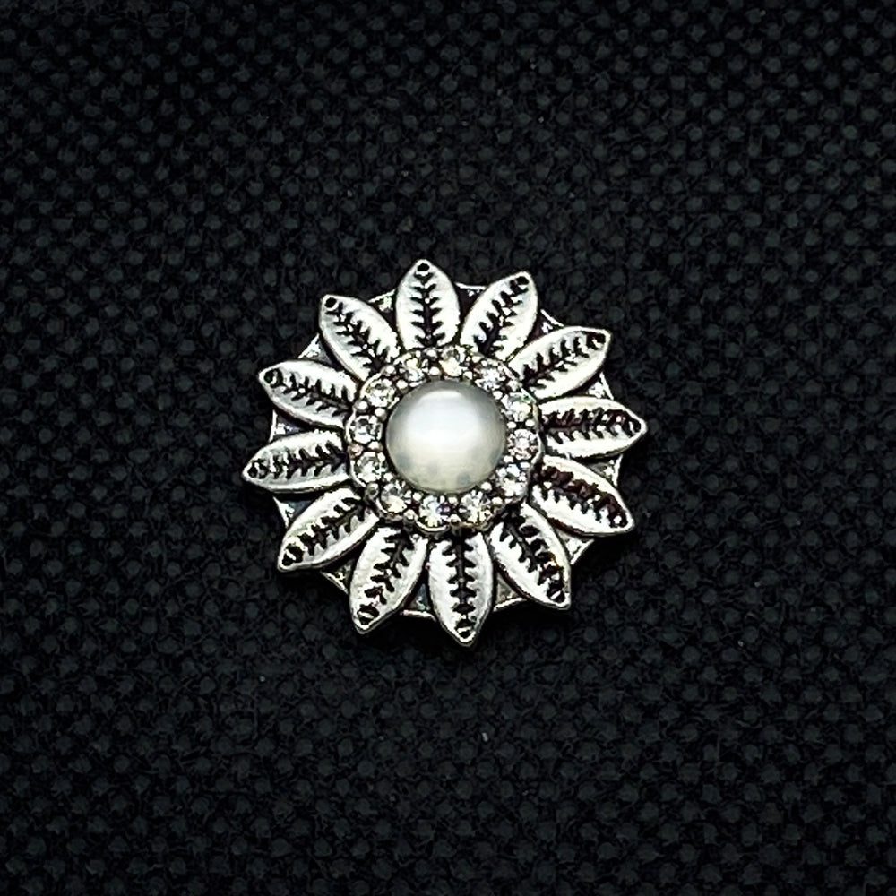 18mm Silver Tone Sunflower Snap with White Center