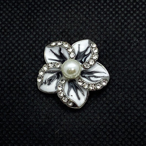 18mm White with Black Enamel flower Snap with Pearl Center