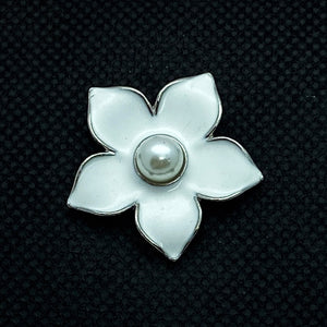 18mm White Enamel Flower Snap with Pearl Center