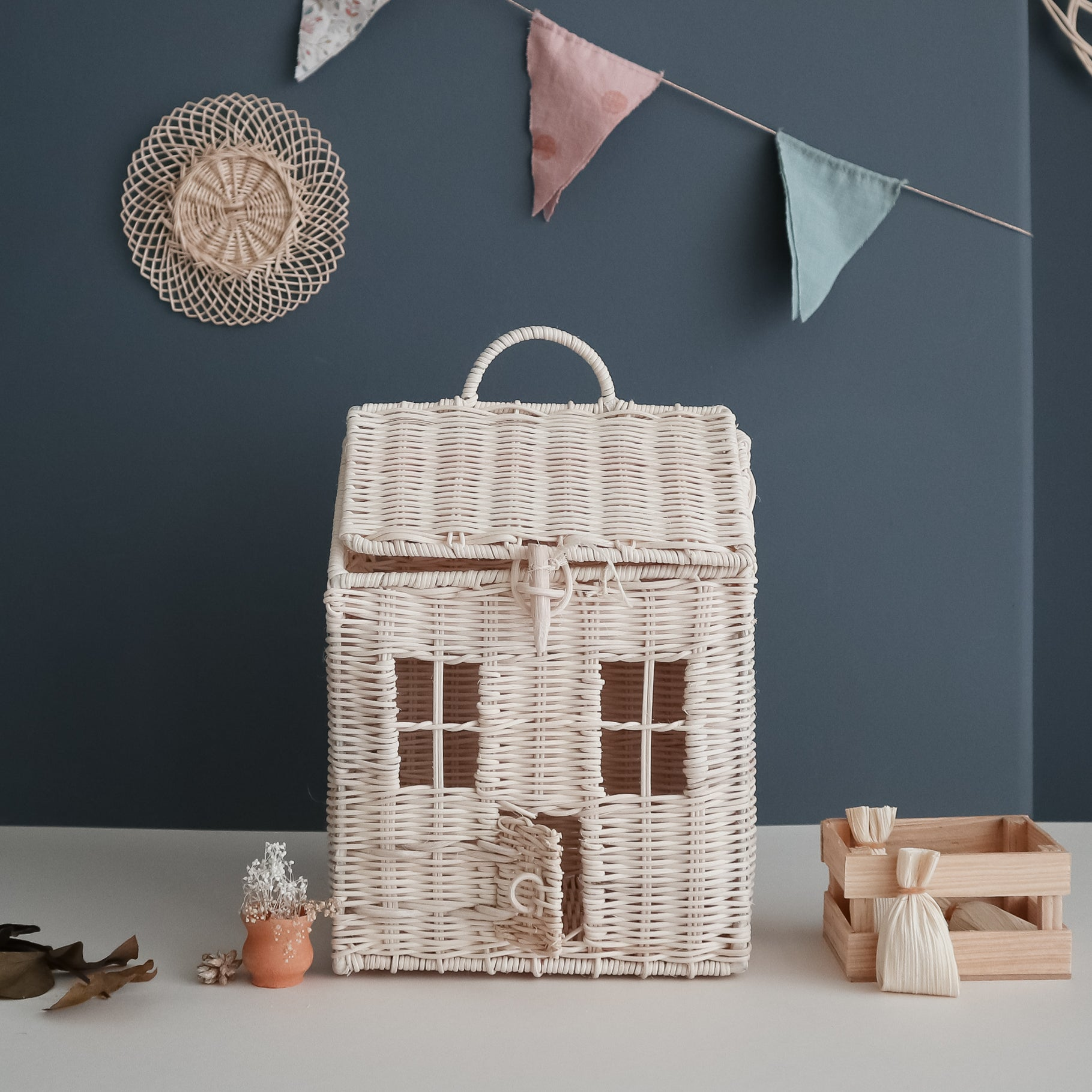 wicker doll house coocneh