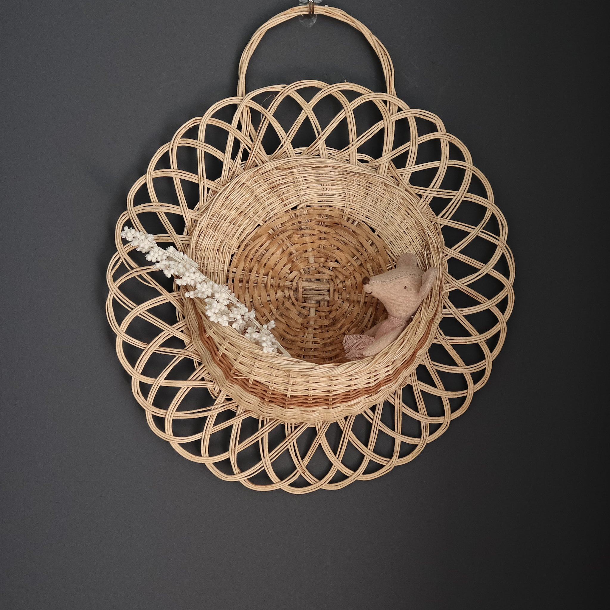 wall wicker basket with maileg mouse