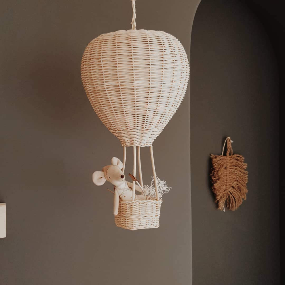 Wicker hot air hanging ballon