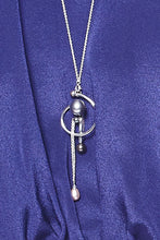 Load image into Gallery viewer, 2 in 1 Swirl Pearly Brooch-Necklace