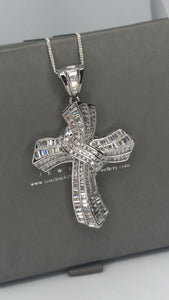 Bella cross pendant