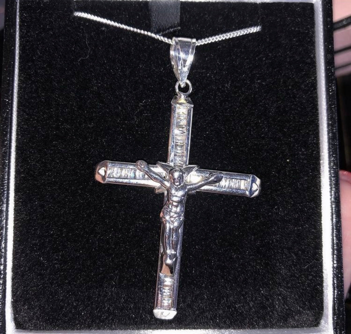 White gold baguette cross pendant