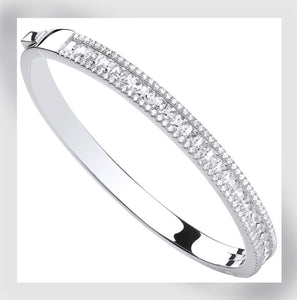 Woman's solid baguette bangle