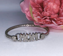 "Load image into Gallery viewer, ""Mum"" Bangle"