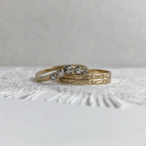 Constance with 4mm Geometric yellow gold - Wedding band set