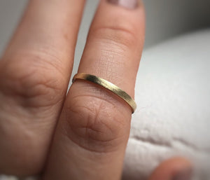 Yellow gold - 2mm - Rustic wedding ring