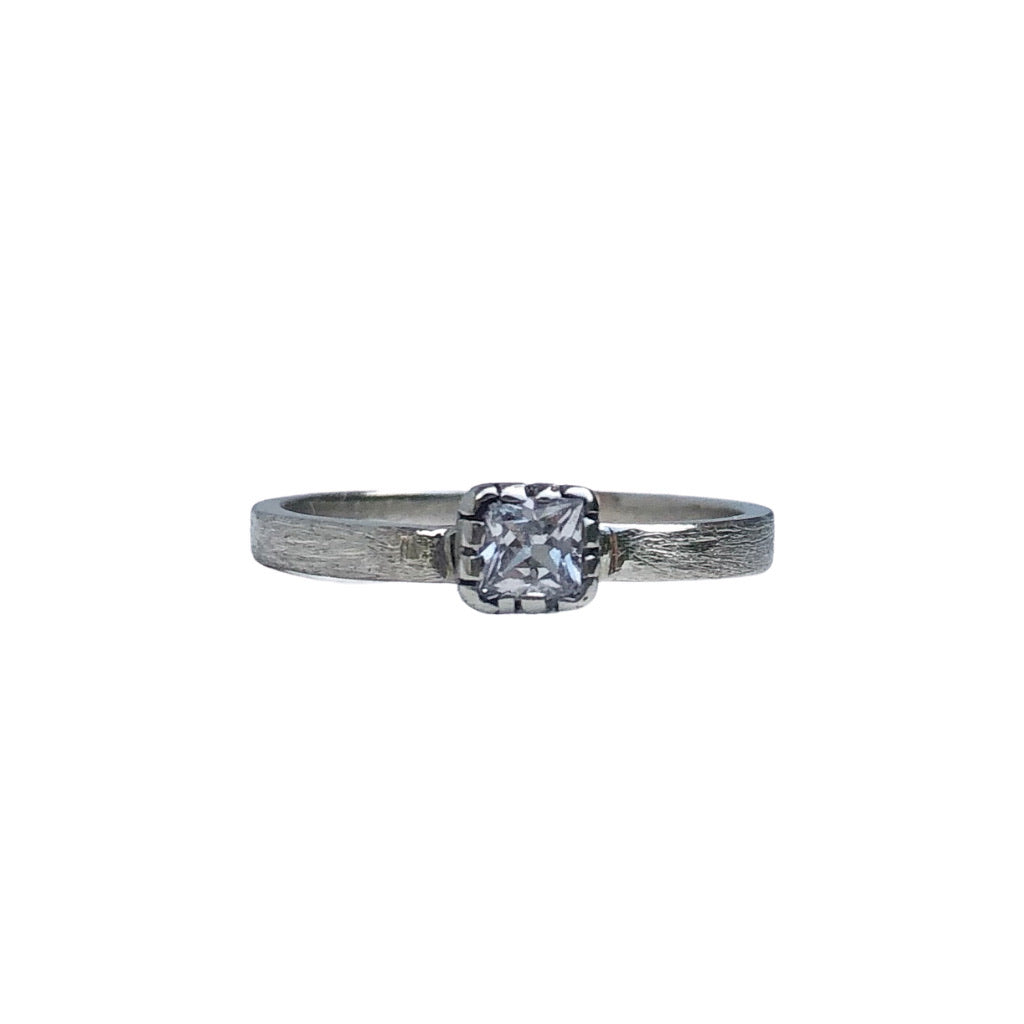 Pretty princess white sapphire alternative engagement ring. princess cut solitare