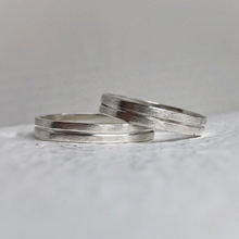 Load image into Gallery viewer, Rustic wedding band set - Wedding bands his and hers - Wedding bands - Handcrafted in ethically sourced sterling silver - Men's wedding bands.