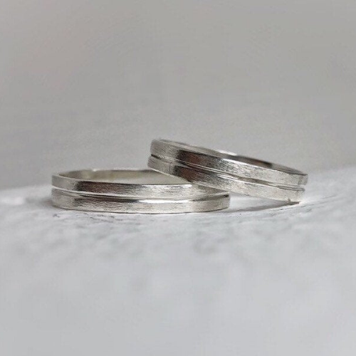 Rustic wedding band set - Wedding bands his and hers - Wedding bands - Handcrafted in ethically sourced sterling silver - Men's wedding bands.