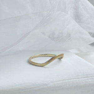 High arch curved band - yellow gold - 2mm - Rustic wedding ring
