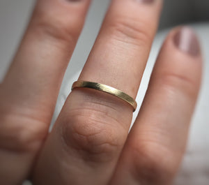 Yellow gold- 2mm and 4mm - Rustic wedding band set