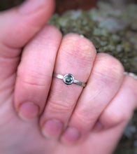 Load image into Gallery viewer, Earthy green sapphire solitaire - white gold