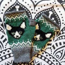 Load image into Gallery viewer, Custom Handknit Fingerless Gloves