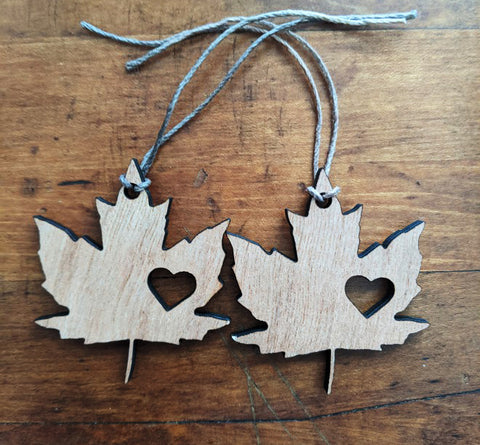 Handmade Maple Leaf Canada Wood Ornaments / Gift Tags / Wedding Favours