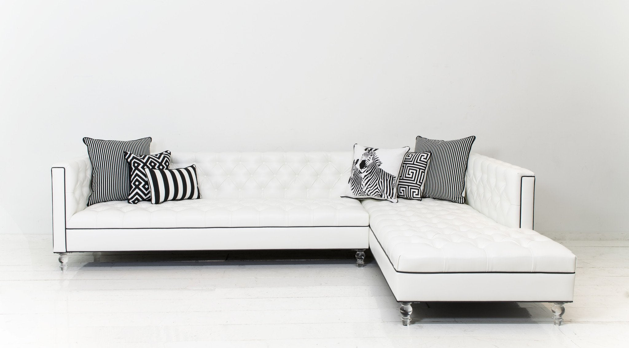 Hollywood Sectional Faux Leather in Mesa White