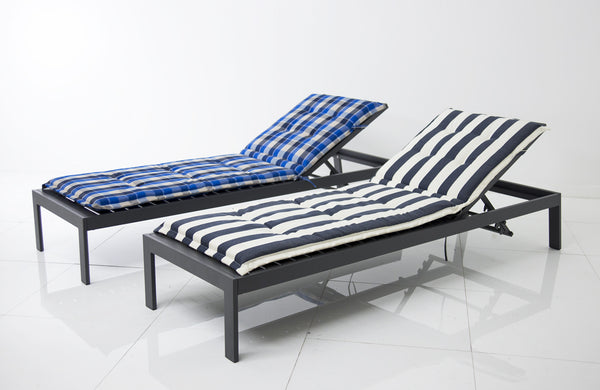 Aluminum Modern Sun Lounger in Grey
