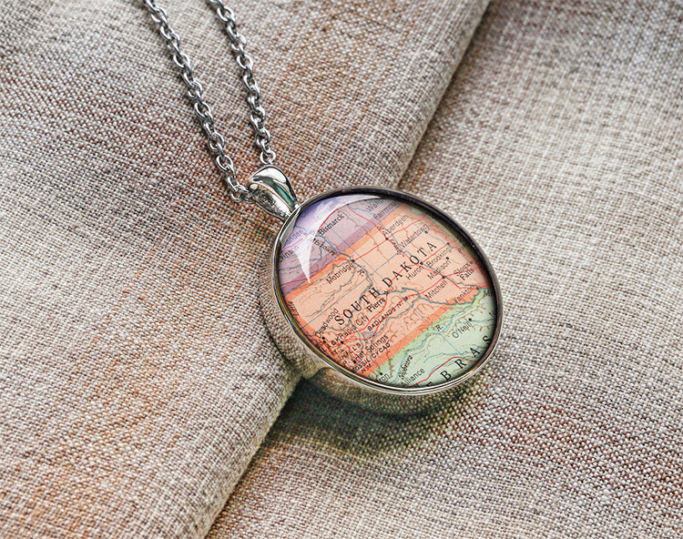 Vintage 1950 South Dakota map necklaces SD map pendant South Dakota necklace jewelry M1902CP - ShimmerAge