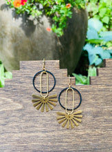 Load image into Gallery viewer, Manhattan Earrings