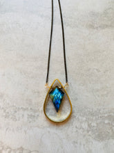 Load image into Gallery viewer, Labradorite Frame Necklace