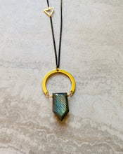 Load image into Gallery viewer, Labradorite Point Horseshoe