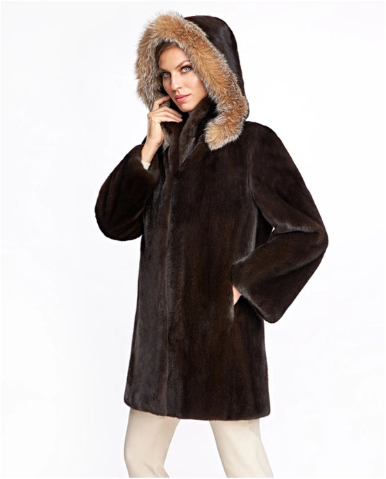 How to Choose a Ladies Fur Coat: What to Evaluate
