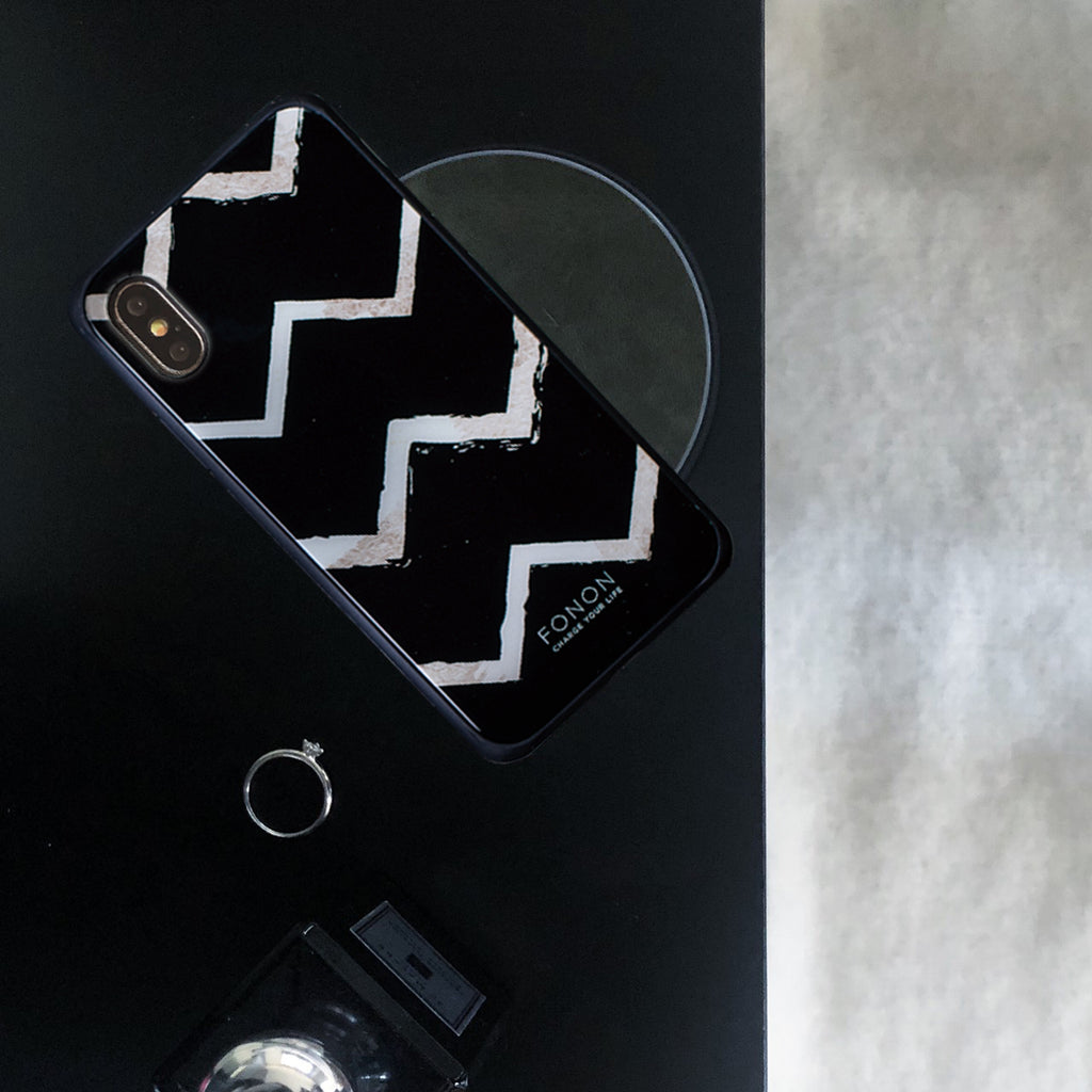 DAMPER GLASS iPhone CASE - GEOMETRIC PATTERN - Chevron