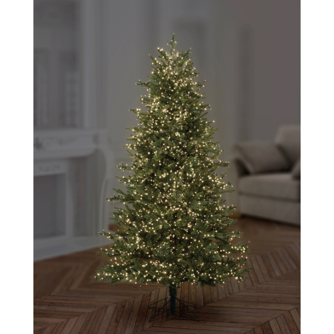 Christmas Tree with 750 Tree lights in Warm White