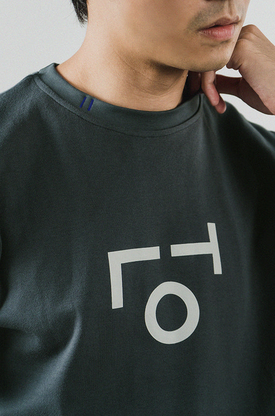 Load image into Gallery viewer, GREY MIDI TLO - The Premium Logo Tee