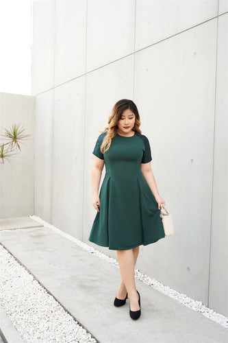 Plus Size Emerald Green Cocktail Dress with Jacquard Sleeves and Inverted Pleats