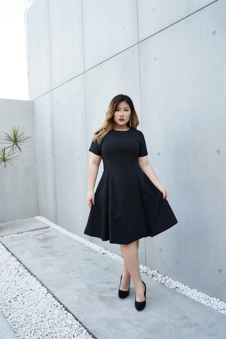 Plus Size EmerBlack Cocktail Dress with Jacquard Sleeves and Inverted Pleats