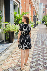 back view of plus size black and white graphic print dress