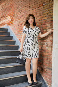 plus size white and black graphic print zip front dress