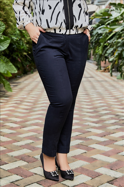 Giselle Slim Fit Crop Pant in Charcoal
