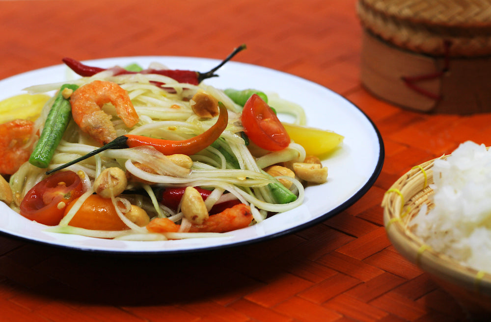 Quick and easy traditional Thai papaya salad recipe - WATCHAREE'S