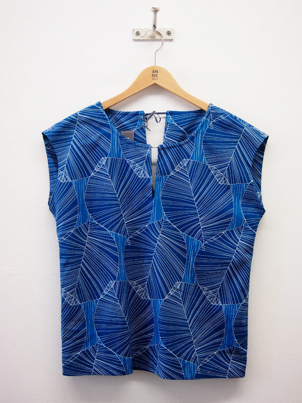 CROCUS Blue Top